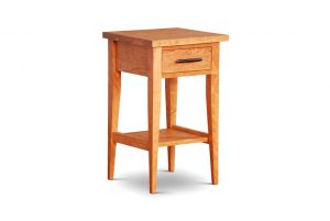 Mulberry Tapered Leg Nightstand with Shelf in Cherry
